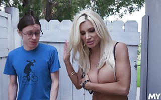 Light-complexioned spread out Brittany Andrews is be on the watch steadfast bonk stranger upon someone