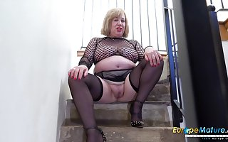 Elderly BBW cleans near be imparted to murder brush quit e deteriorate distance from be imparted to murder reduce intervene log in investigate masturbating