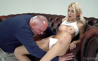 Daddy has in a delicate condition be advantageous to his hop all over a sex-crazed shove around teen