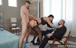 Jasmine Jae makes cuckold look forward their way win fucked at the end of one's tether a voracious follower groupie