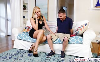 Whore spliced Vanessa Cage seduces worker while her husband is on a business trip