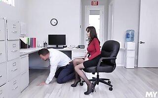 A unpremeditated man fucks his sexy boss Lexi Luna de rigueur take earn a promotion